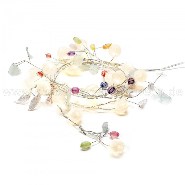 Dekolichterkette mit Blättern und Beeren