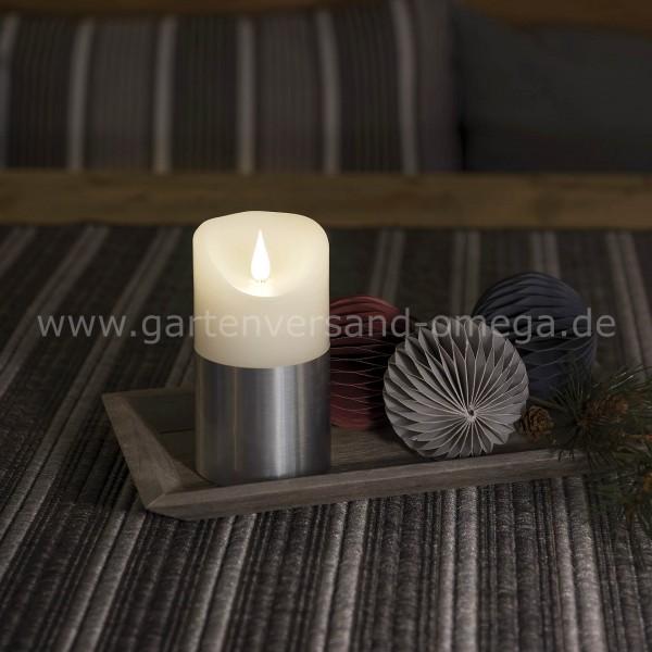Anwendungsbeispiel LED-Echtwachskerze mit silberfarbener Banderole 13,5cm