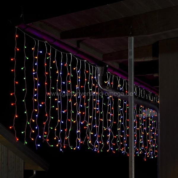 Bunter LED Lichtervorhang mit 200 Globe-LEDs